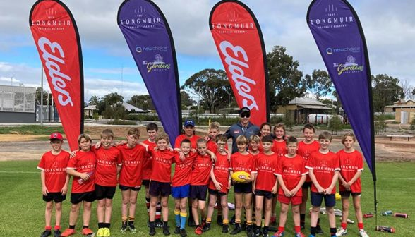 proud-participants-at-northam-football-clinic